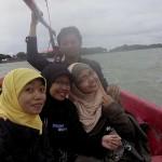 Naik Perahu Aselole di Selat Madura