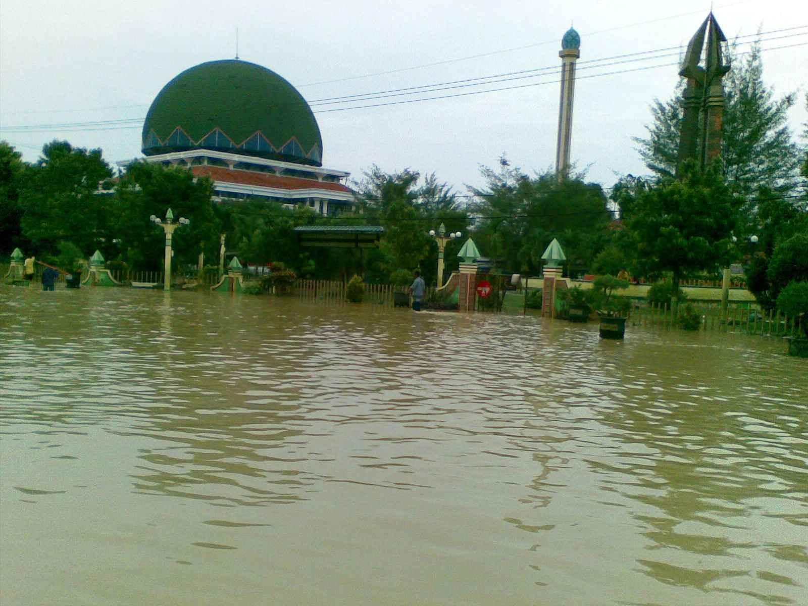 banjir sampang